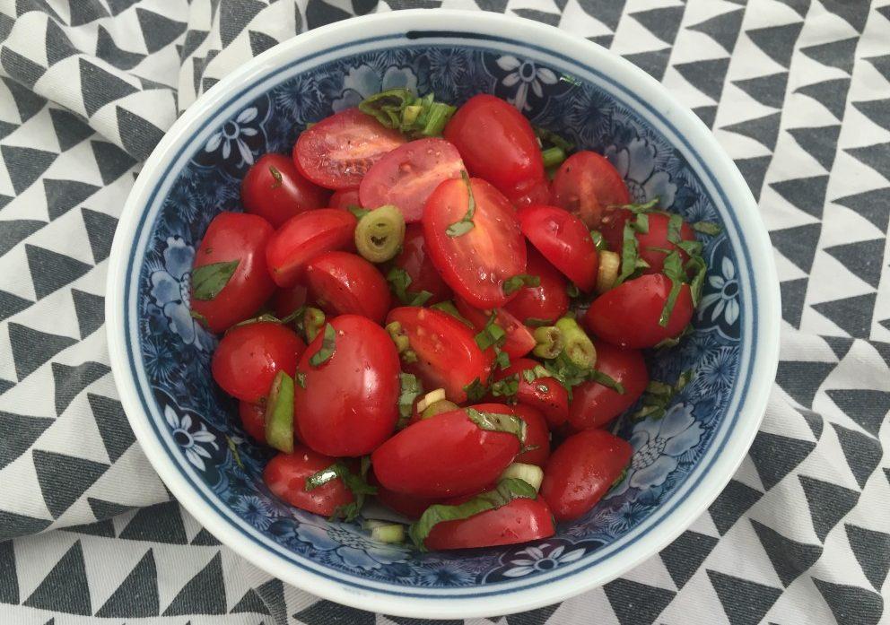 tomatensalade met basilicum en balsamico