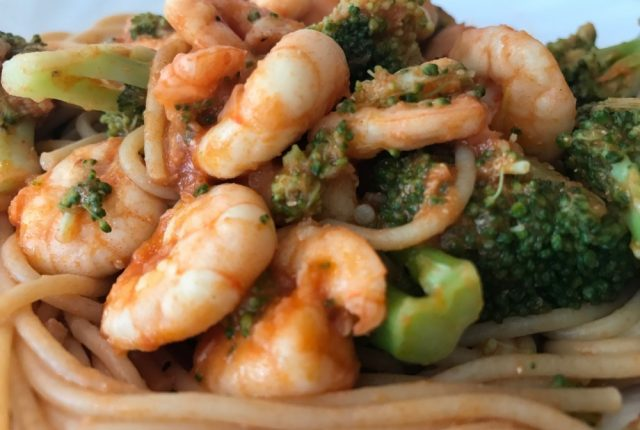 spaghetti met garnalen en broccoli