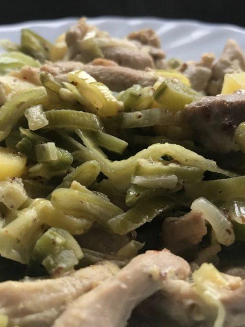 snelle kipstoof in mosterdsaus
