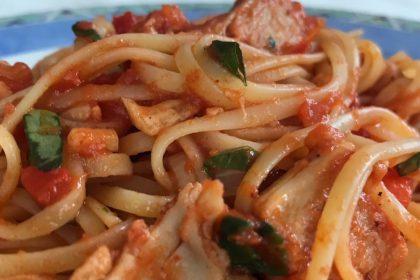 linguine met vegetarische kipstukjes
