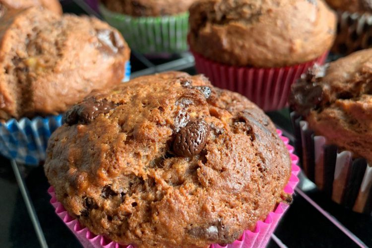 muffins met chocolade, banaan en kokos
