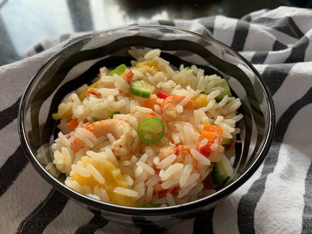 Rijstsalade met mango en rivierkreeftjes recept