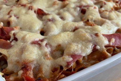 Ovenschotel met volkoren pasta, groenten en ham foto