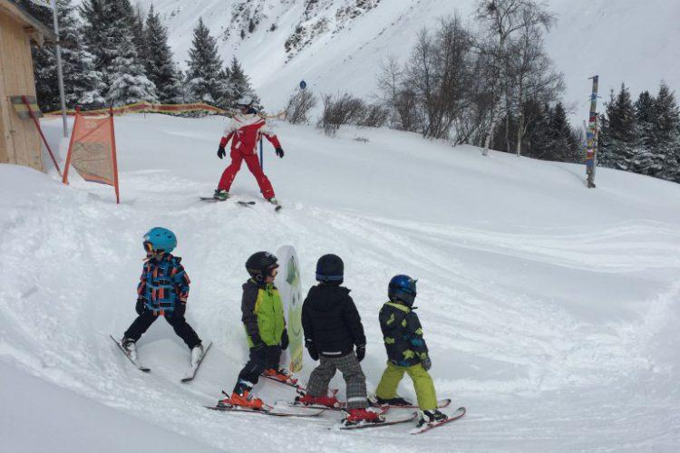 Wintersport met kleine kinderen foto