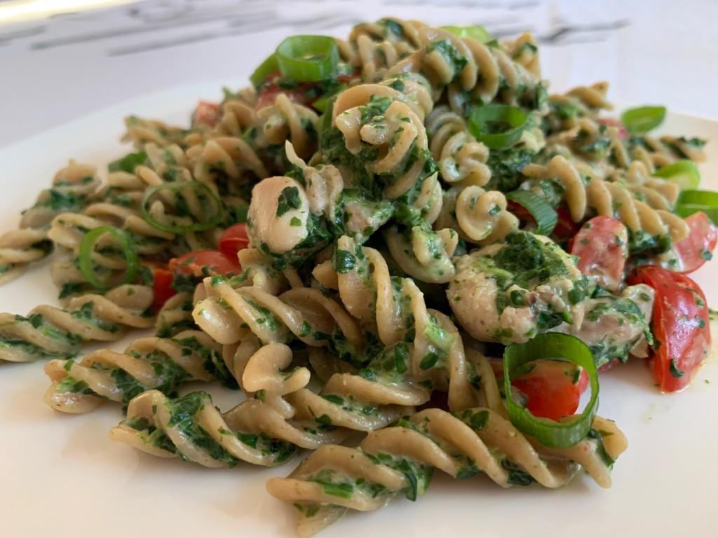 Volkoren pasta met Boursin, spinazie en tomaat foto