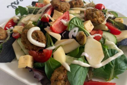 Salade met falafel foto