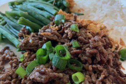 Oosters gehakt met boontjes en rijst foto