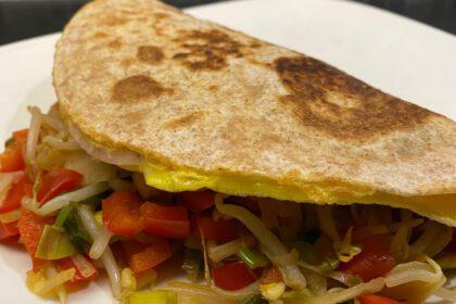 Chinese gevulde tortilla-omeletten foto