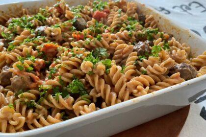 TikTok pasta met Boursin en snack tomaatjes foto