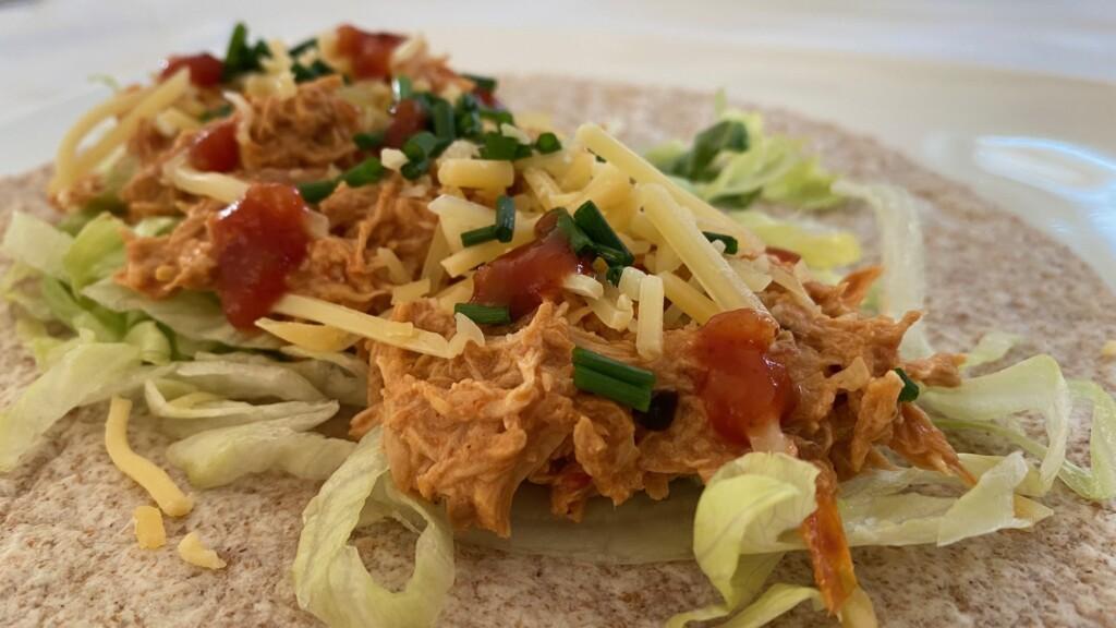 Mexicaanse wraps met pulled chicken uit de slowcooker foto