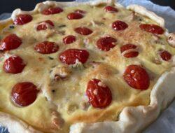 Quiche met kip, courgette, tomaatjes en kaas foto